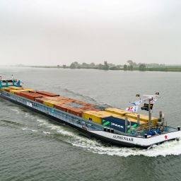 Containers van weg naar binnenvaart | Heineken binnenvaart