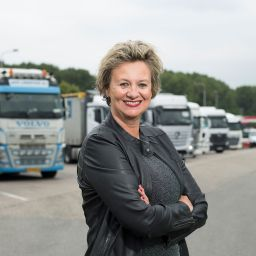 Containers van weg naar binnenvaart | Elisabeth Post