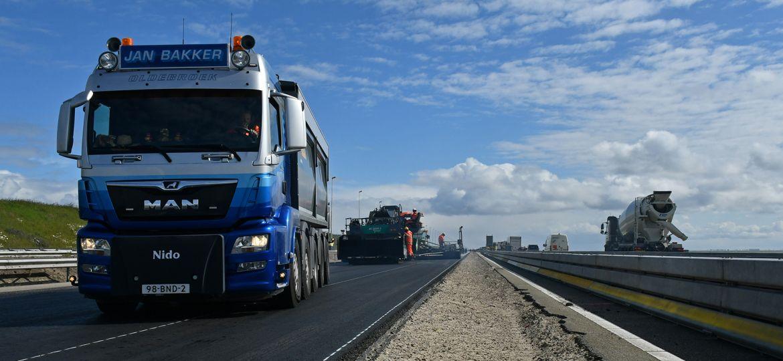 Containers van weg naar binnenvaart | Werk aan de weg
