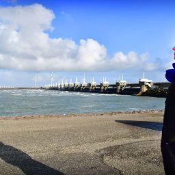 Containers van weg naar binnenvaart | Minister Cora van Nieuwenhuizen